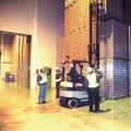 (写真3)作業を見守るのは安全パトロール隊です。それにしても高い!