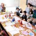 第1回「子ども役員会」で元気に手を挙げる子ども役員たち
