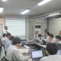 実験計画法を学ぶ社内研修で講演する坪根社長