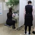健康管理センターで検査中の行員