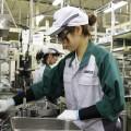 作業台の高さを改めるなどして女性でも働きやすい環境に