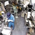 3畳程度のスペースに機械を並べ1人で作業し製品を作る
