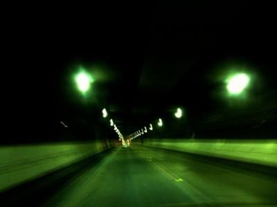 夜 高速道路 トンネル