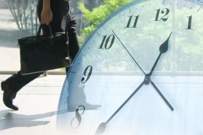 労働時間 残業 サラリーマン 社員 時計