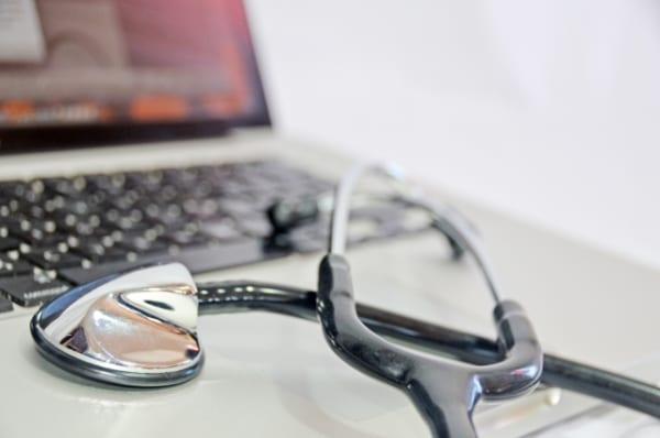 職場環境整備に課題 有病者の就業継続促進 厚労白書