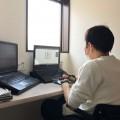 在宅勤務社員は貸与PCで作業を行う