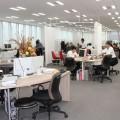 フリーアドレスの新宿オフィスは働きやすいレイアウトを工夫