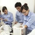 生ごみバイオガス工場で研修を受けるベトナム人学生