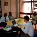 派遣先のナイロビで現地スタッフとミーティング