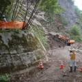 写真1 土砂撤去を無人化施工