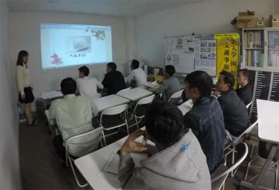 日本語を学ぶ技能実習生